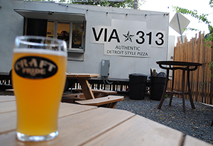 Via-313-Austin-Food-Trailer-Patio