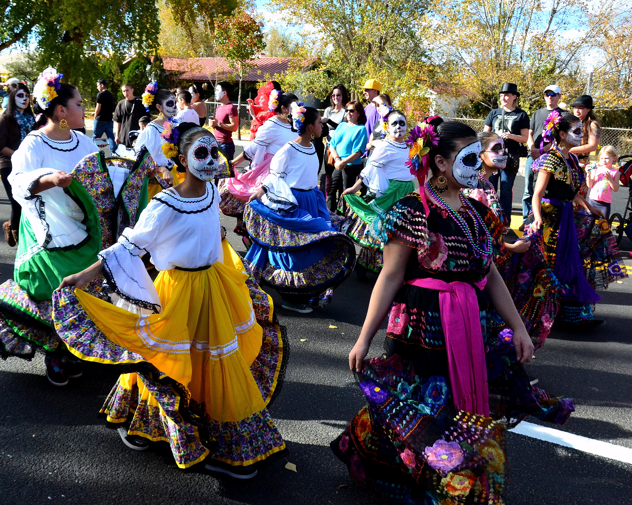 an essay on the celebration of los dias de los muertos in mexico Courtesy of the smithsonian national museum of american dia de los muertos: a community celebration a clear essay explaining why the dia de los muertos.