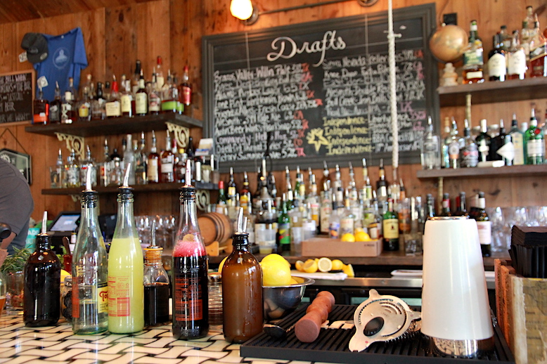 Guide to Manor Road's Best Bars and Restaurants
