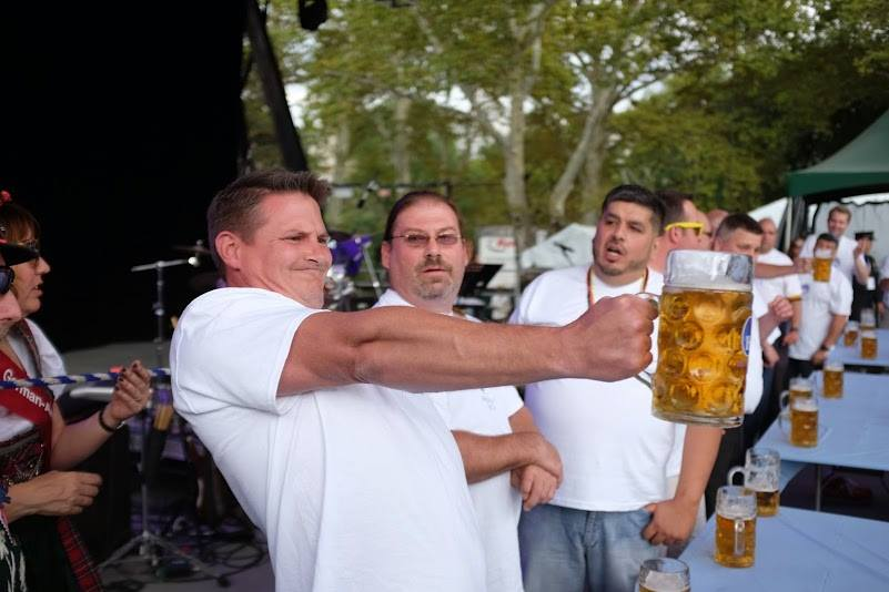 Masskrugstemmen Stein-holding Competition in New Braunfels
