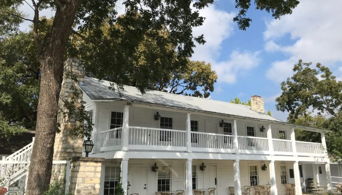 Traveling North on I-35? Eat at Stagecoach Inn