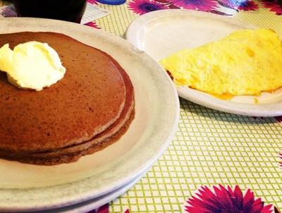 Gingerbread Pancakes at The Omelettry