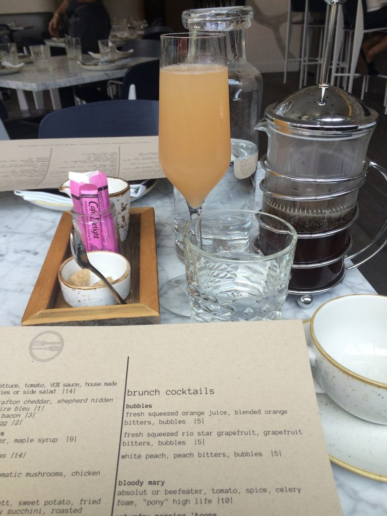 VOX Table Bellini and French Press