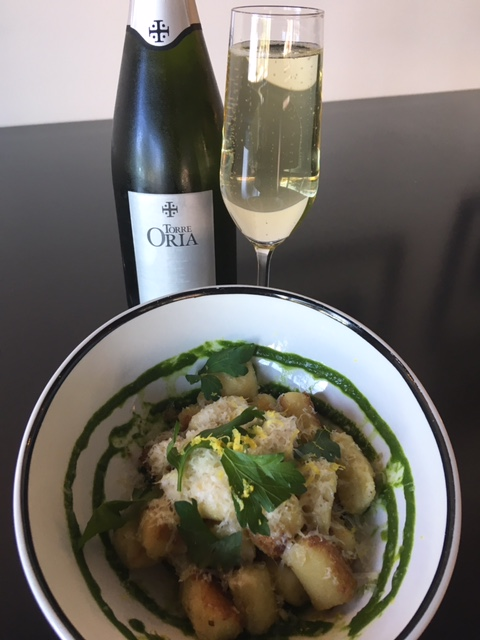 Gnocchi a la Parisienne with a glass of refreshing Cava