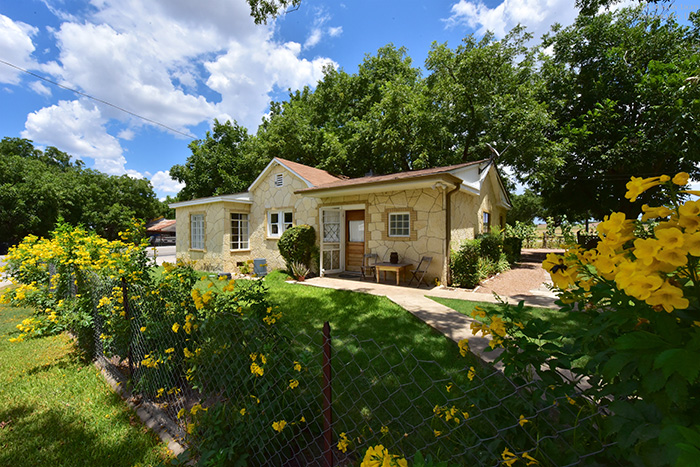 Hye House Lodging on Texas Wine Trail