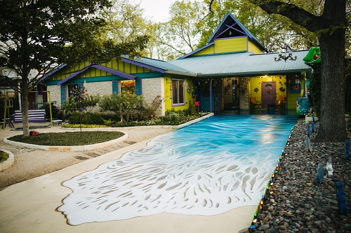 Painted Driveaway Under the Sea Weird Homes in Austin